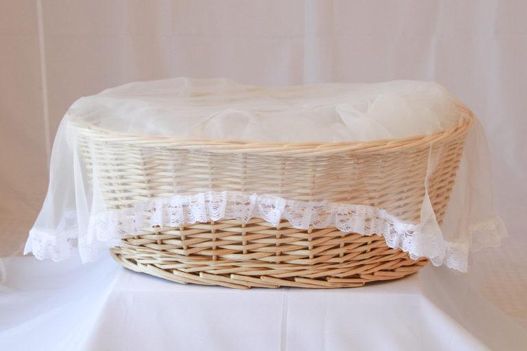 柳で作られたペット用の棺