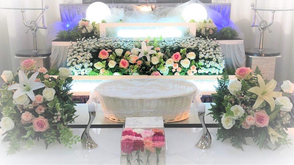 ペット用の生花祭壇。